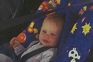 Arka koltuğun ortası çocukları koruyor.12880