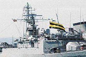 Savaş gemisinde Fenerbahçe bayrağı.14222