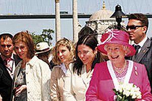 Kraliçe Elizabeth, Gül ve eşi ile Boğaz turuna çıktı.20734