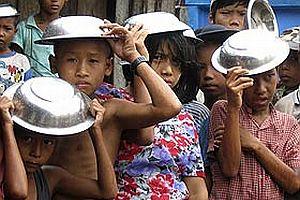 Myanmar'a yapılan yardım yetersiz kaldı.23600