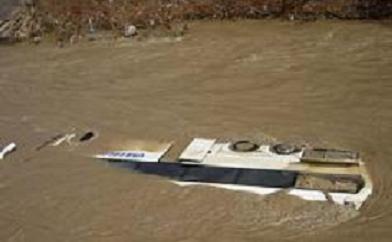 Okul servisi nehre uçtu: 11 ölü.12167