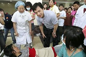 Jackie Chan, Çin depremini filme çekecek.18794