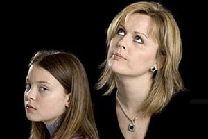 Anneler ve kızları birbirlerine nasıl düşman olur?.9678