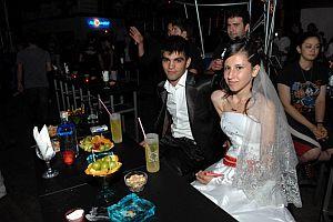 Sertap konserinde düğün eğlencesi.32399