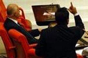 TRT'de K�rt�e yay�n konusu Meclis'te tart��ma yaratt�.11121