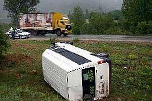 Isparta'da minibüs devrildi: 2 ölü, 10 yaralı.19212