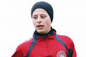 Danimarka'da 15 yaşındaki başörtülü kız milli takımda.8085
