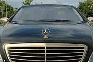 Almancı iş adamı otomobilini altınla kaplattı.13970
