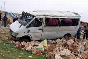 Servis aracı devrildi: 6'sı ağır 18 yaralı.15408