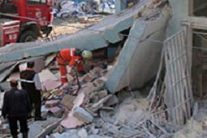 Emin�n�'nde patlama: 2 katl� bina ��kt�.13495