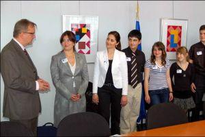 Rehn Türk öğrencileri kabul etti.13801