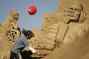 Berlin'de kum heykelleri sergisi.12471
