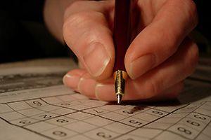 Duruşmada sudoku çözen jüri üyeleri.10171