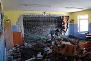 Öğrenciler dersteyken sınıfın duvarı çöktü.11615