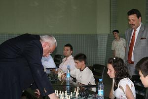 Atalık, Simultane Satranç oynadı.24737