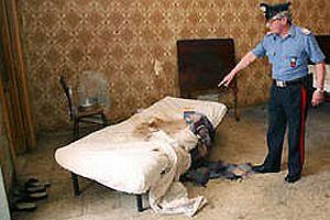 İtalya'da ailesinin 18 yıl hapsettiği kadın kurtarıldı.16726