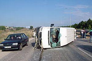 ÖSS öğrencilerini taşıyan minibüs kaza yaptı: 3 ölü.11729