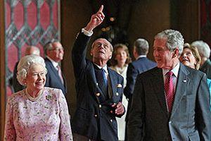 Bush Kraliçe II. Elizabeth ile bir araya geldi.16800