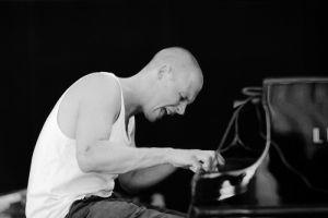 Piyanist Svensson hayatını kaybetti.7074