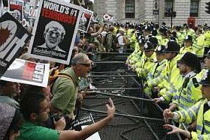 Bush, Londra'yı karıştırdı.23831