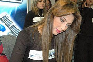 Şenay Akay kuaförüne borç taktı.28150