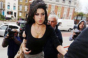 Amy Winehouse yine dayak att�.20776