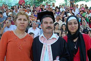 Memur olduğu üniversiteden mezun oldu.21333
