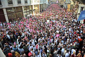Genç Siviller, 'Darbeye Karşı' yürüyüşünü başlattı.31015