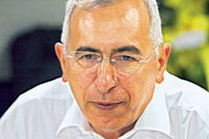 Cumhuriyet gazetesini eski yazarı Oral Çalışlar anlattı.11420