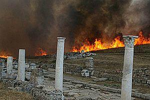 Antik Kent'teki yangında tarihi eserler zarar gördü.17631