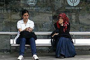 Türkiye'de kadın olmak.18418