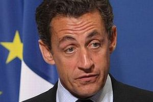 Sarkozy yenilgiyi kabul etti.10960