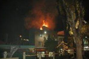 Baykal'ın villası da yanıyordu.8756