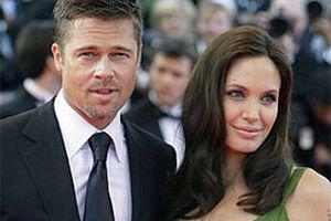 Jolie-Pitt çiftinin ikizleri dünyaya geldi.13124