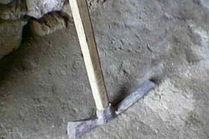 İsrail'de 2 bin yıllık altın küpe bulundu.13024