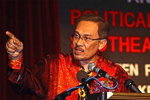 Malezyalı muhalif lider Türk Büyükelçiliği'nden ayrıldı.15063