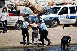 Tatbikatı gerçek sandı, polisten önce davrandı.21202