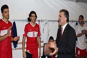 UEFA'dan TFF'ye Cumhurbaşkanı Gül cezası kesildi.14855