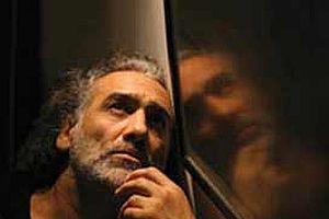 Yönetmen Sinan Çetin ülkeyi terk ediyor.8839