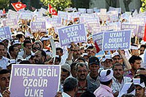 Konya'da binlerce kişi 'Darbeye hayır' dedi.23907