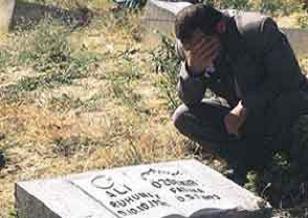 Ba�ba�lar'da katledilen 33 ki�i an�ld�.19997