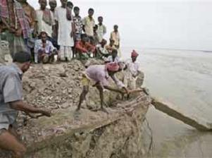 Bangladeş'te 200 bin kişi mahsur.13472