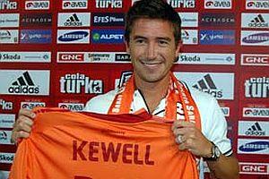 Yeni lider Kewell.21764