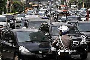 Cakarta sokaklarını patenli polisler sardı.22055