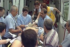 Kahraman polis ameliyattan çıktı.20813