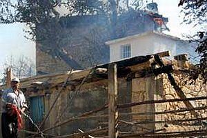 Yangın mağdurlarına 3'er bin YTL yardım.20026