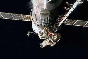Rus kozmonotlar uzay yürüyüşünde.11843
