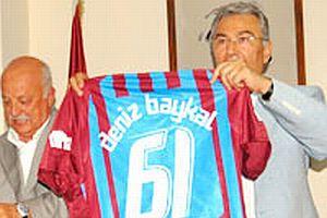 Baykal'a Trabzonspor forması.15142