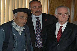 CHP'li Önder Sav ile Mustafa Ünal barıştı.13165