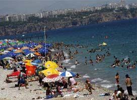 Antalyalılar plajlara koştu.15364